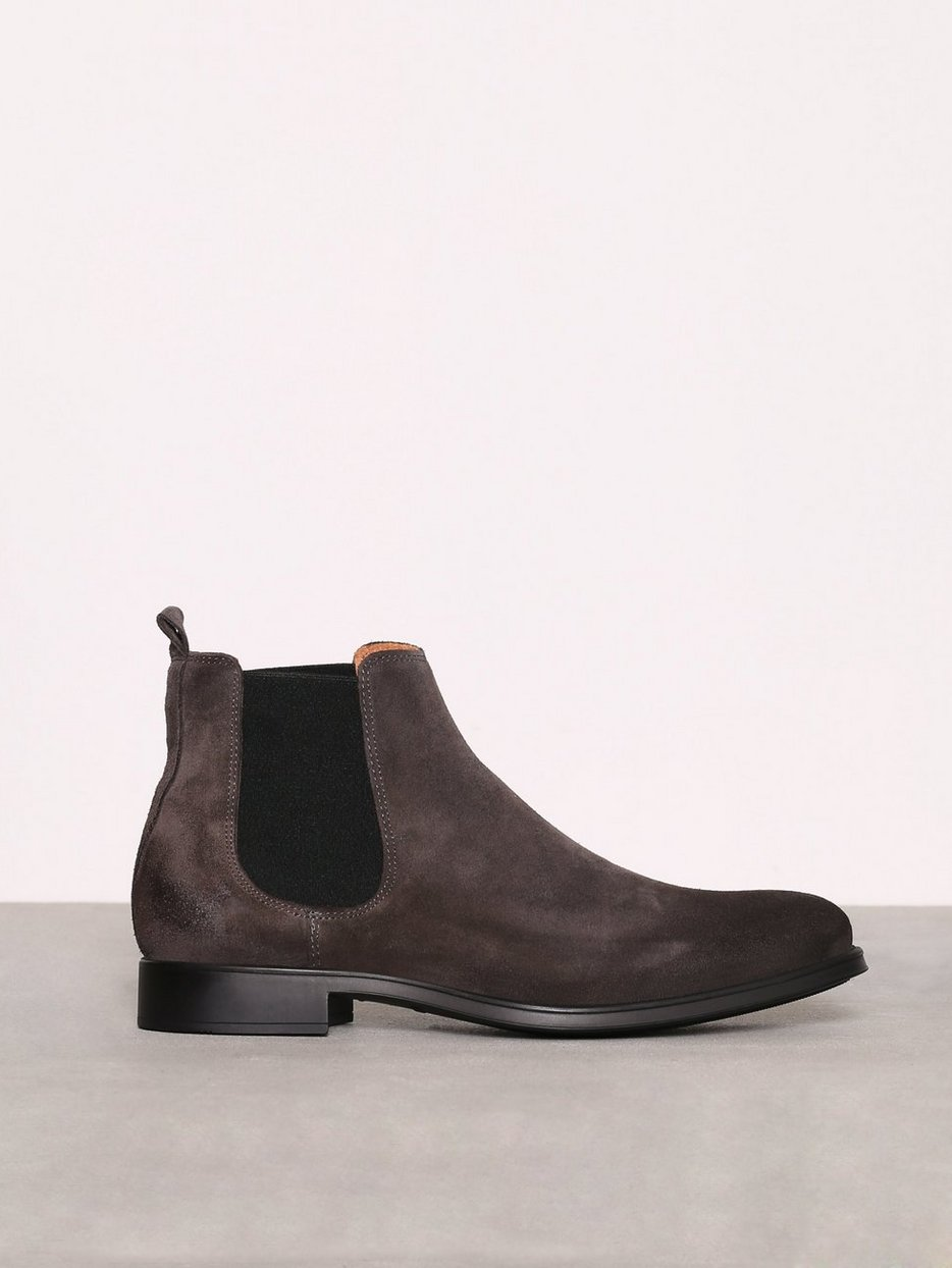 shdoliver suede chelsea boot selected homme grey chelsea boots shoes men. Black Bedroom Furniture Sets. Home Design Ideas
