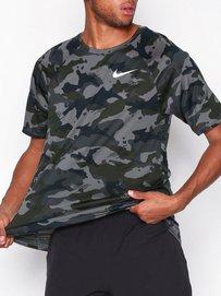 7041b9c8 M Nk Dry Leg Tee Camo Aop - Nike - Dark Grey - Training T - Shirts - Sports  Fashion - Men - NlyMan.com